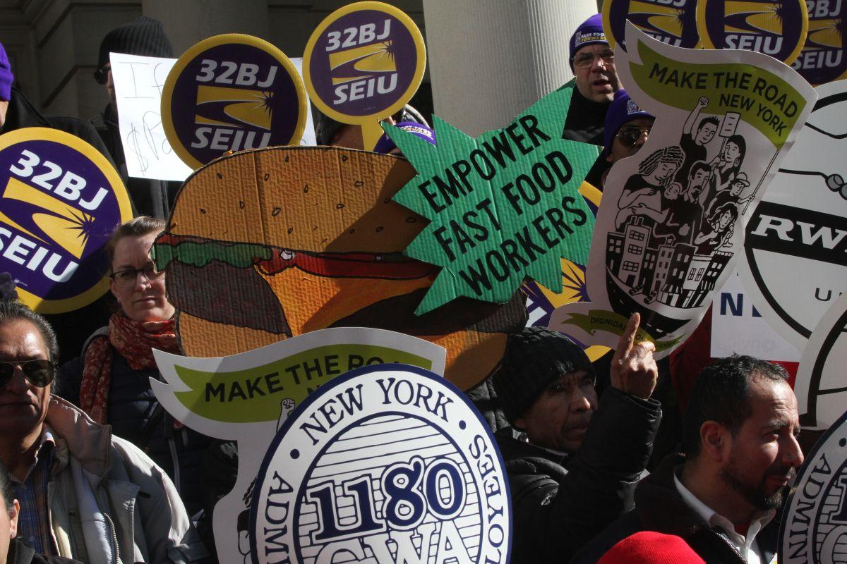 El Concejo debatirá la incertidumbre de los trabajadores de fast food