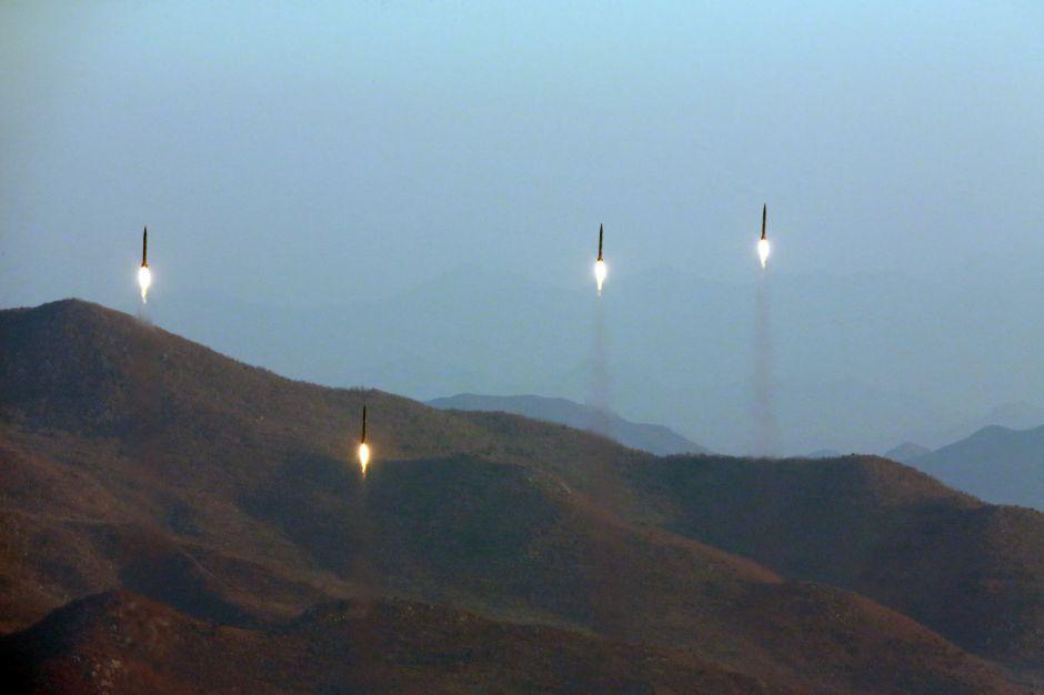 Misiles de Corea del Norte fueron ensayo para atacar bases de EEUU en Japón