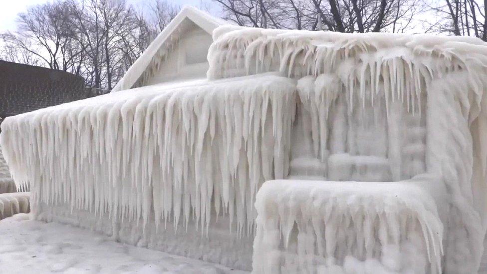 Video: La casa que quedó completamente congelada en NY