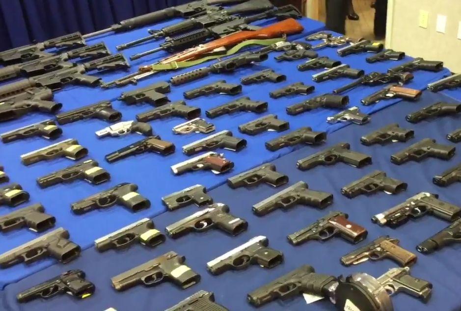 Realizan el mayor decomiso de armas en la historia de Brooklyn
