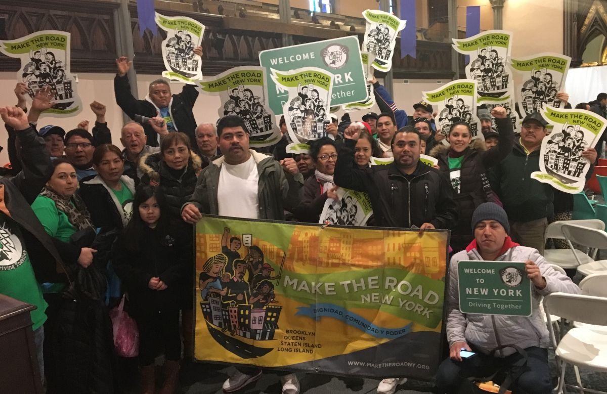Manifestantes exigen a la Legislatura que apruebe licencias para indocumentados