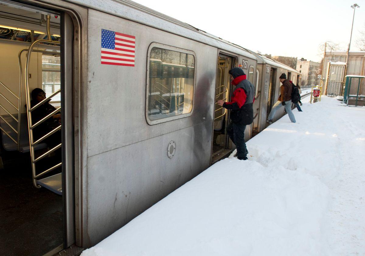 Los trenes del Subway que salen a la superficie fueron suspendidos.
