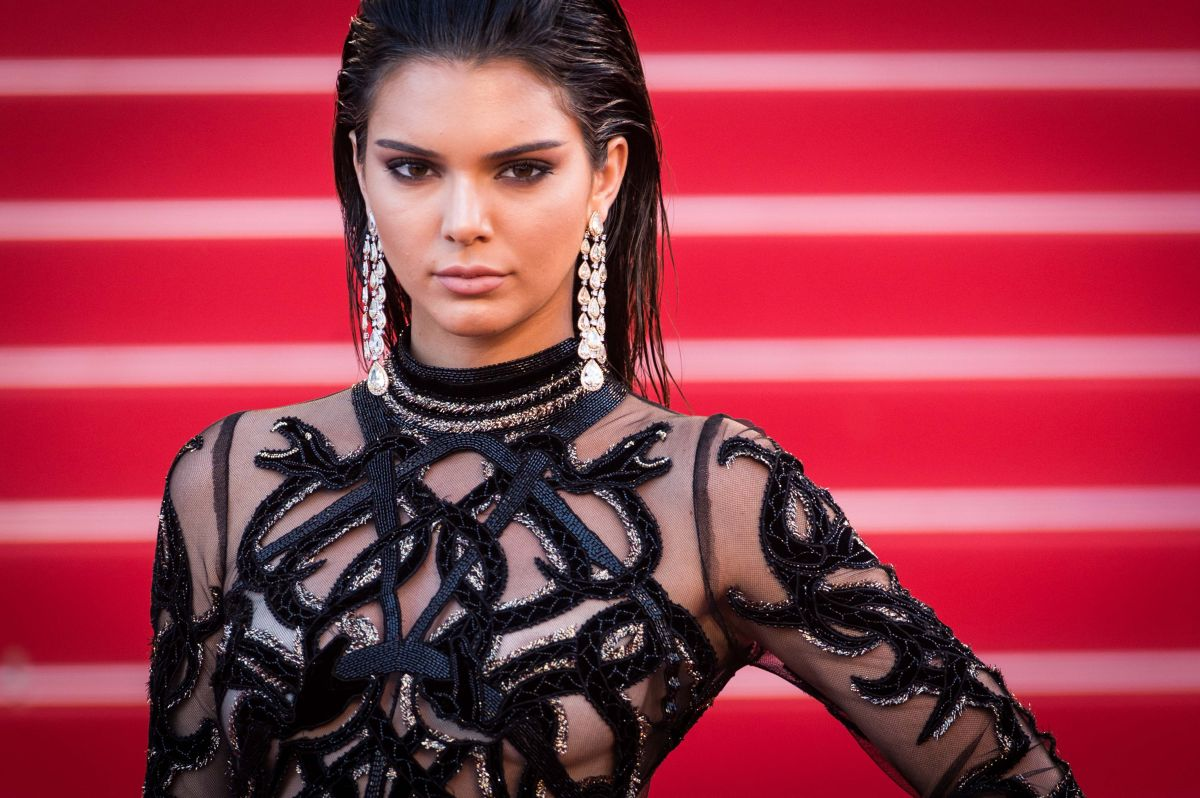 Continúa la maldición de las Kardashian: roban a Kendall Jenner en su propia casa