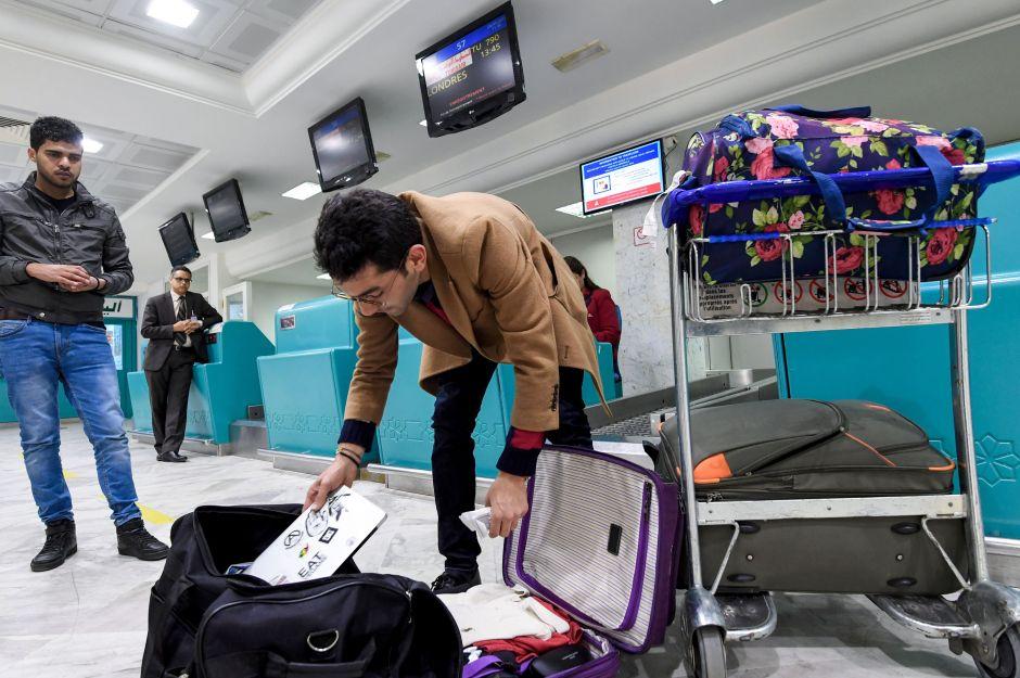 La dudosa razón detrás de prohibir laptops en vuelos de 10 países