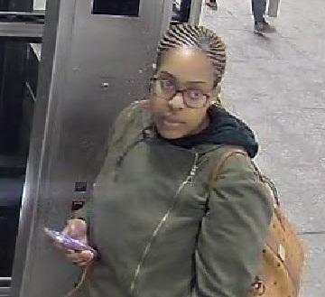 Atrapan a la sospechosa de golpear a anciana en el Subway de NYC