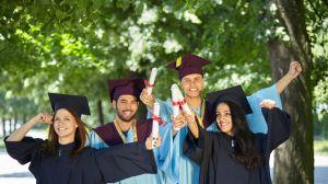 Los empresarios prefieren a los universitarios