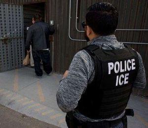 """Buscan impedir que """"La Migra"""" use la palabra """"Policía"""" en sus uniformes"""