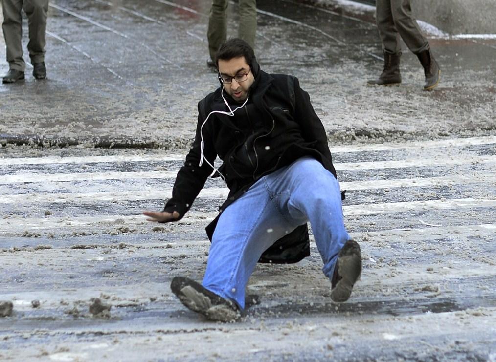 Aguanieve convierte en un gran peligro las calles en NYC