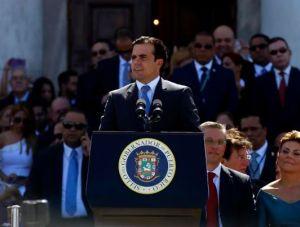 Entre protestas, la Junta aprueba un duro plan para Puerto Rico