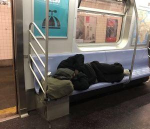 MTA pide ayuda al NYPD para retirar a desamparados del los trenes