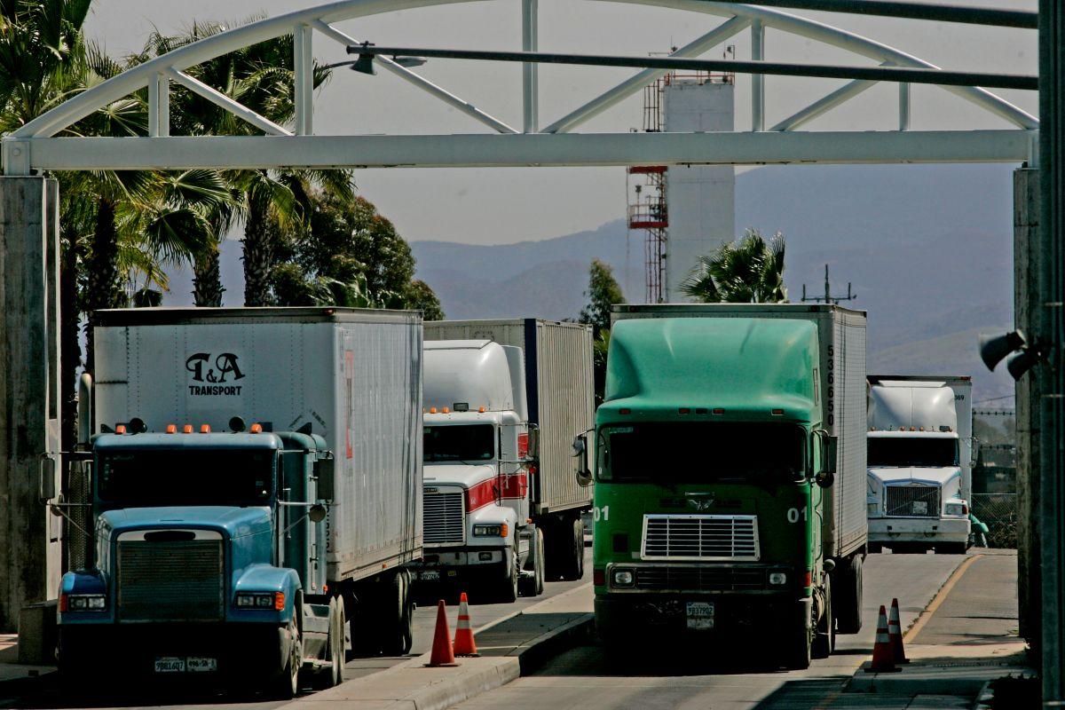 México desafía a Trump y rompe su récord de exportaciones a EEUU