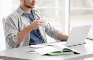 Tres cafés al día evitan una de las enfermedades que más hombres mata en el mundo
