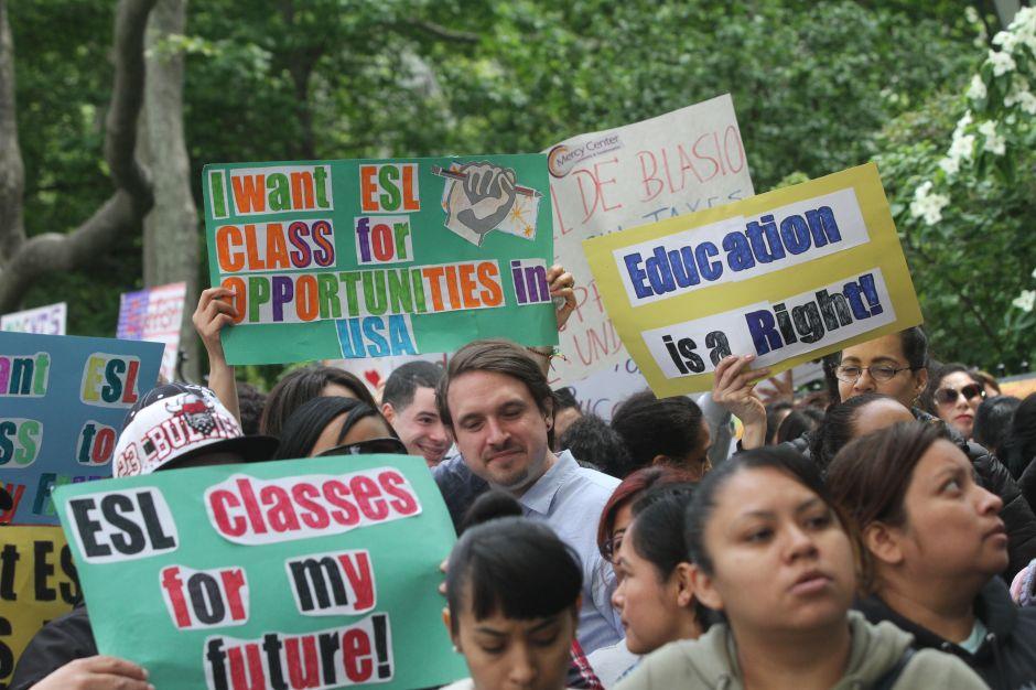 Inmigrantes piden al Alcalde que no los deje sin clases de inglés