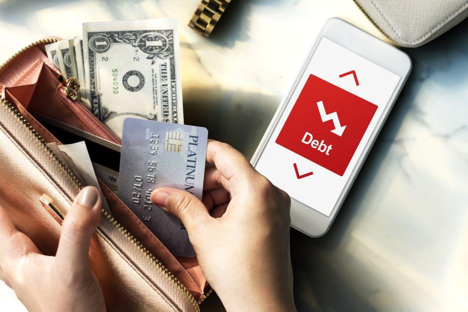 Cuatro vías para rebajar la deuda de la tarjeta y tres para evitarla