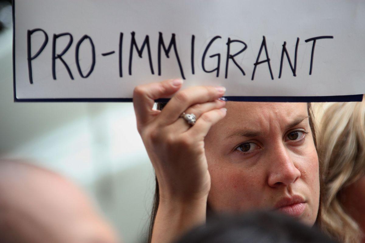 Defensores de los inmigrantes aseguran que todos deben tener derecho a recibir asistencia legal.