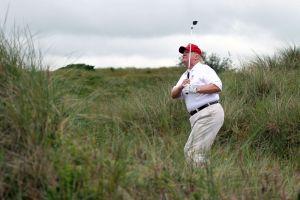 """Demanda de Trump denuncia """"venganza personal"""" del alcalde de Nueva York por cerrarle campo de golf en El Bronx"""