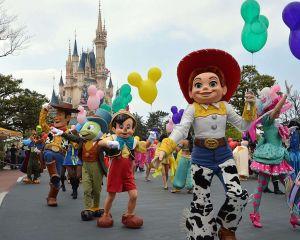 Cómo ahorrar en Disney y otros parques durante el verano