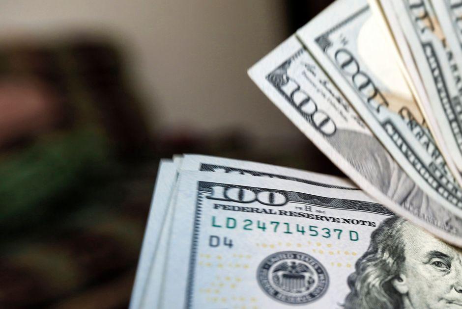 Mujer se traga ¡9 mil dólares! tras pelear con su esposo