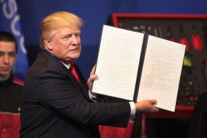 Trump sigue con plan de modificar todo tipo de visas
