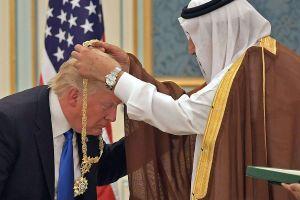 Trump agradece a Arabia Saudita por baja en precios del petróleo, evadiendo asesinato de Khashoggi