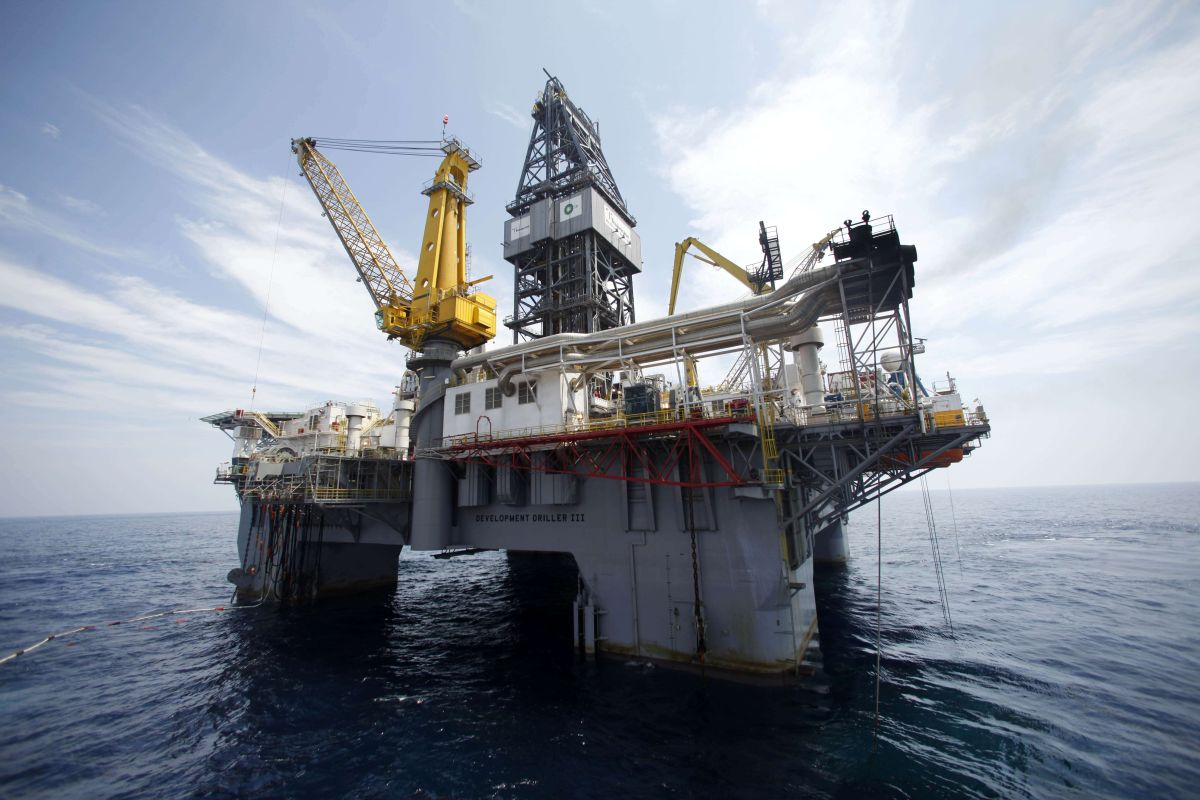 Guaidó ordena suspender suministro de petróleo venezolano a Cuba y EEUU amenaza a navieras