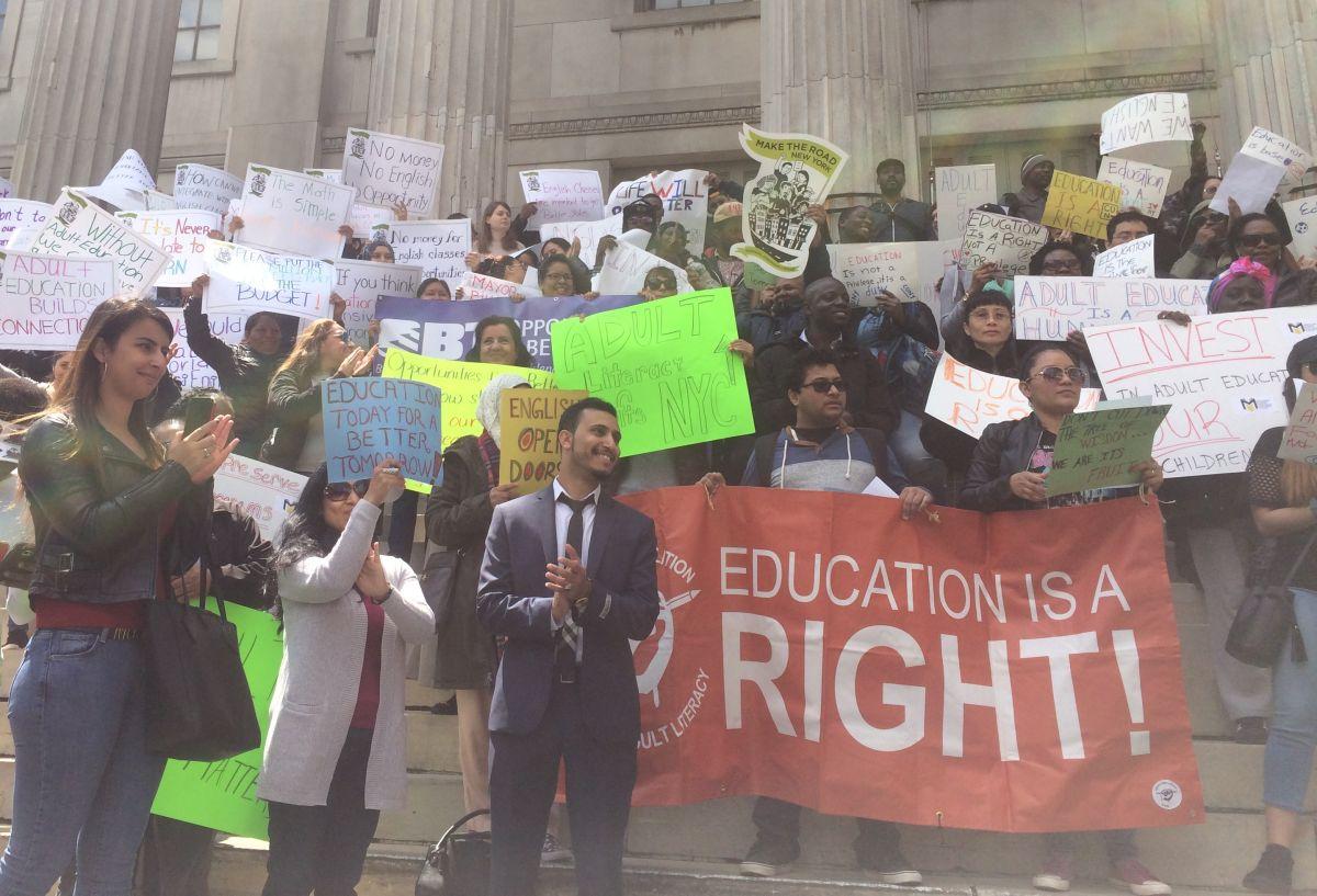5,500 se verían afectados por recortes en fondos para clases de inglés en NYC