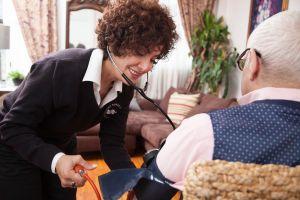 El cuidado que prestan los enfermeros es vital para la salud