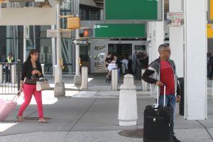Danilo Medina aprueba regreso de dominicanos varados en NYC tras presión de Adriano Espaillat