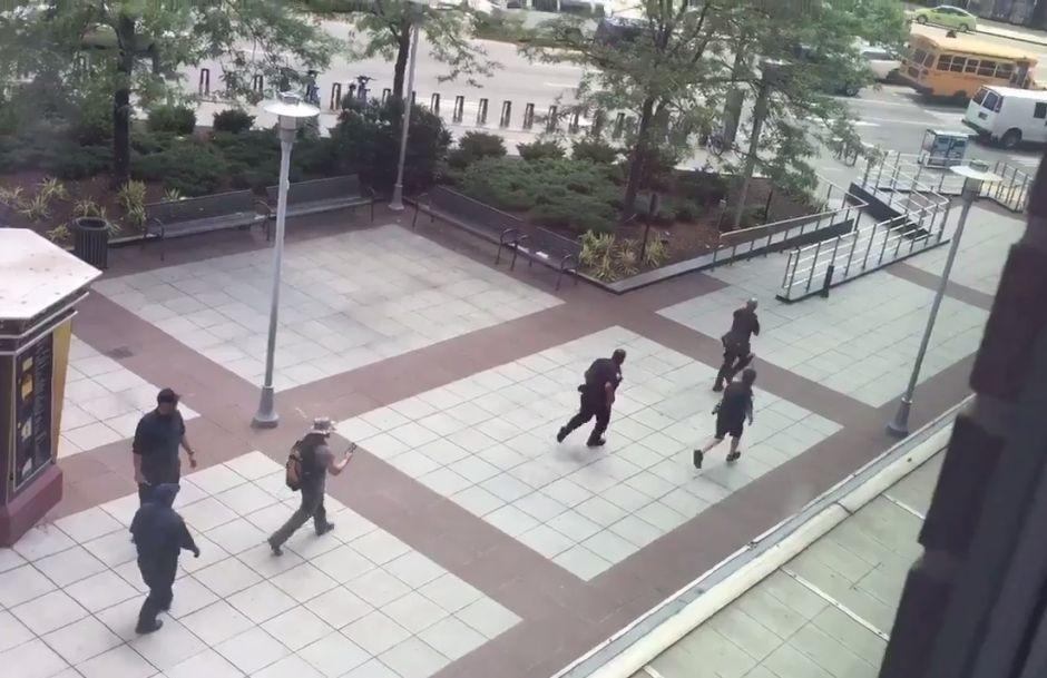 Disparos provocan caos frente al Barclays Center y dejan un herido