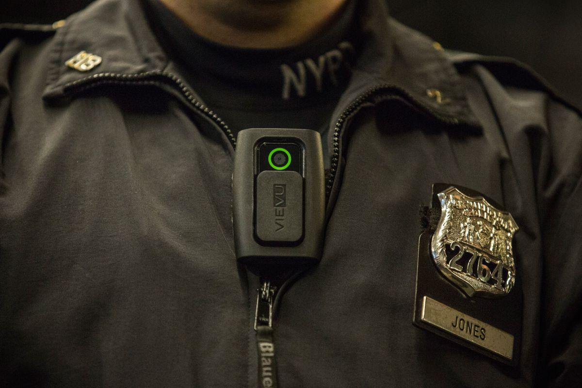 Las cámaras corporales buscan aumentar la transparencia dentro de la policía