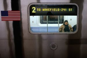 Mujer embarazada apuñalada en el cuello en el subway