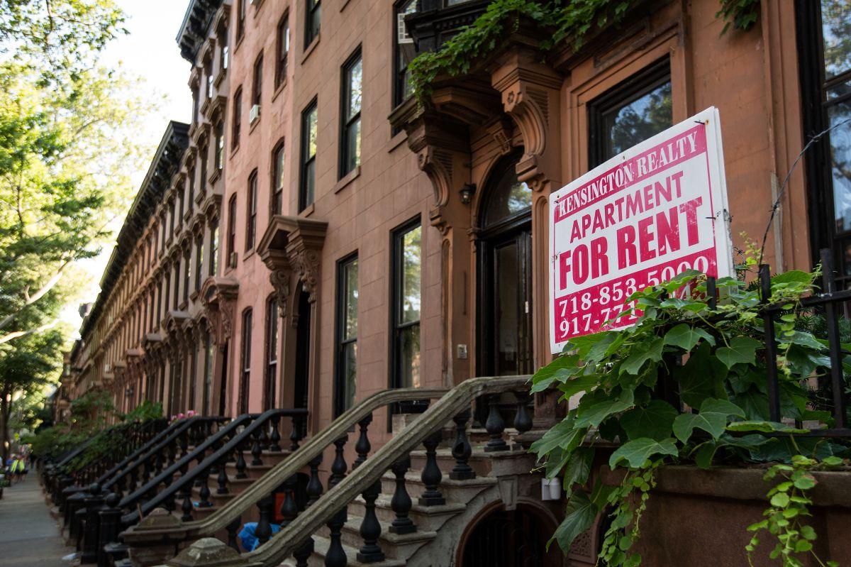 """Demandan a 88 caseros por discriminación con vales de la """"Sección 8"""" en Nueva York"""