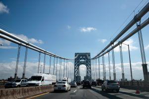 Joven de 21 años detuvo su auto y se lanzó desde el puente Washington en Nueva York