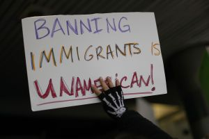 Cámara aprueba plan para bloquear veto migratorio de Trump