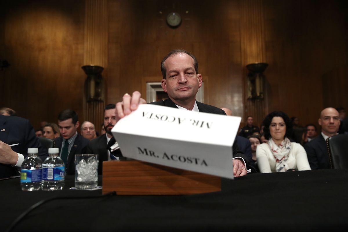 Renuncia secretario Alex Acosta por escándalo de Jeffrey Epstein, preso en Nueva York por sexo con menores