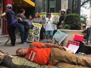 Montan campamento para exigir a Cuomo leyes que protejan a inquilinos