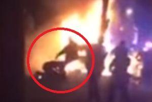 Video: Captan a policías pateando a hispano tras choque en NJ