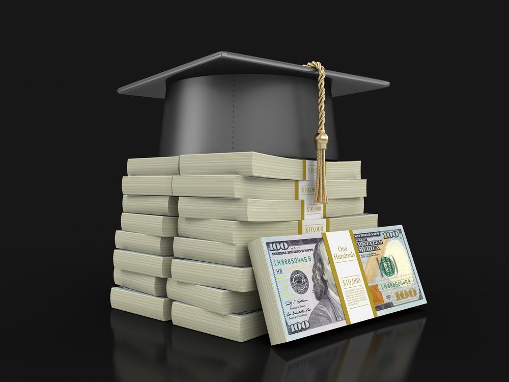 Buscan proteger a estudiantes de prestamistas abusivos