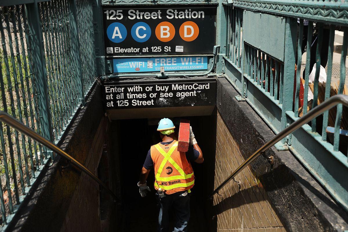 Hispano baleado 3 veces en el Metro de Nueva York en Navidad; otro detenido por lanzar pasajero al riel