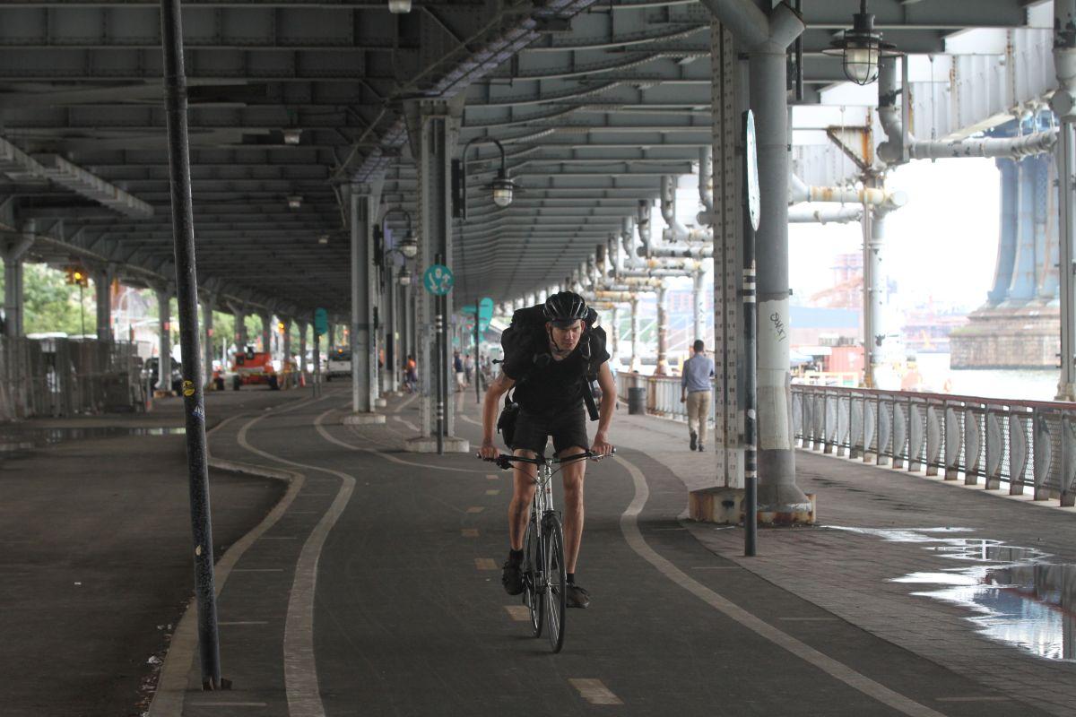 Muere un ciclista cruzando el Manhattan Bridge