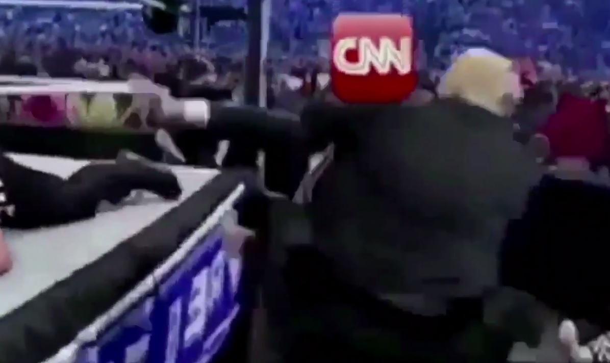 """El presidente Trump """"golpeando a CNN""""."""