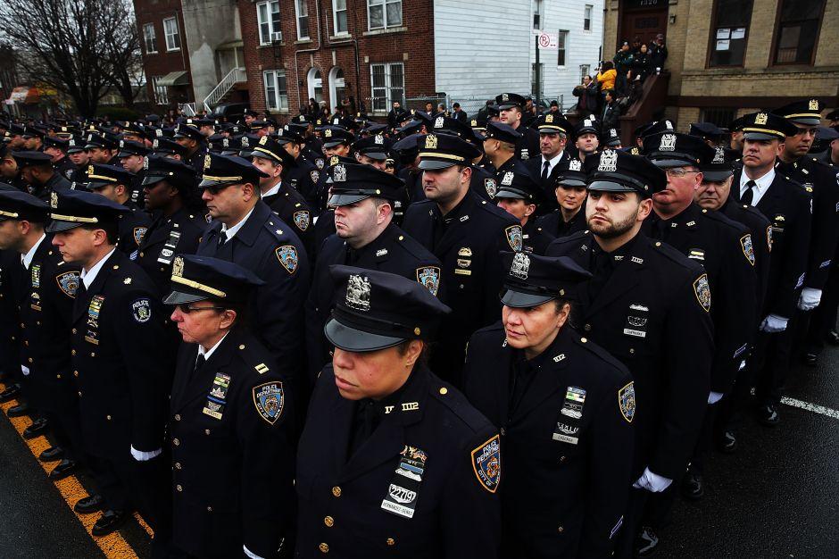 NYPD revive pesadilla de 2014 tras asesinato de agente en El Bronx