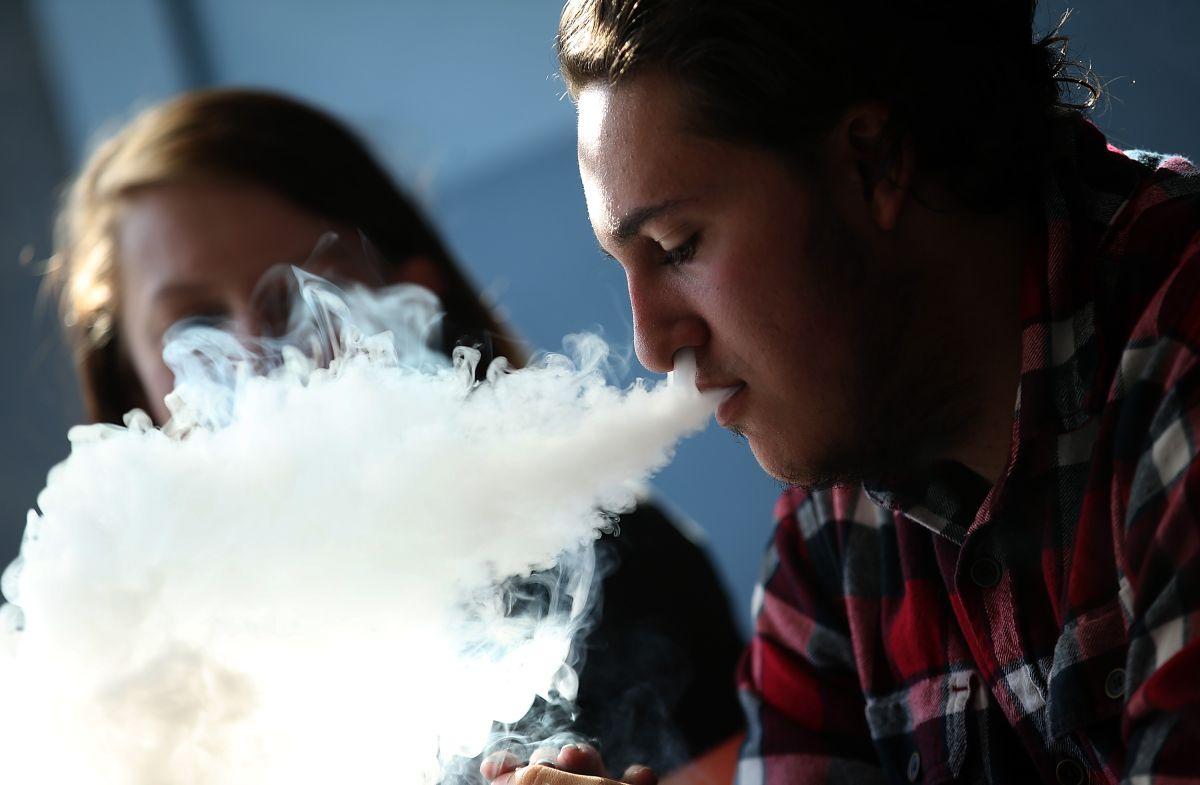 Gobierno Trump prohibirá la venta de cigarrillos electrónicos con sabores