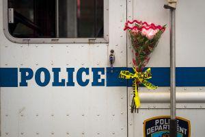 """Telenovela latina en NYPD: no sancionan a policía """"galán"""" que embarazó a subalterna al mismo tiempo que a su esposa"""