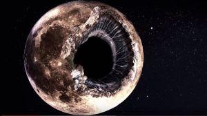 ¿Es la Luna un satélite hueco?