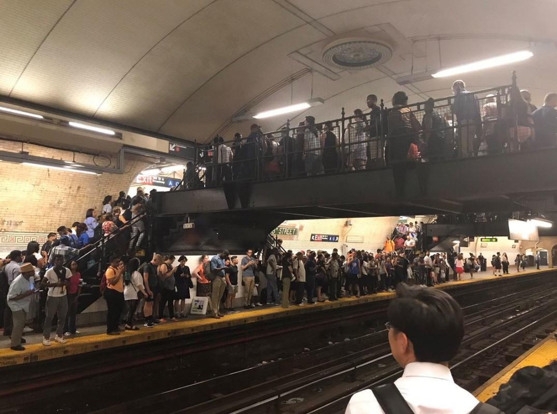 Semana inicia con caos en el Subway por incendio en Harlem