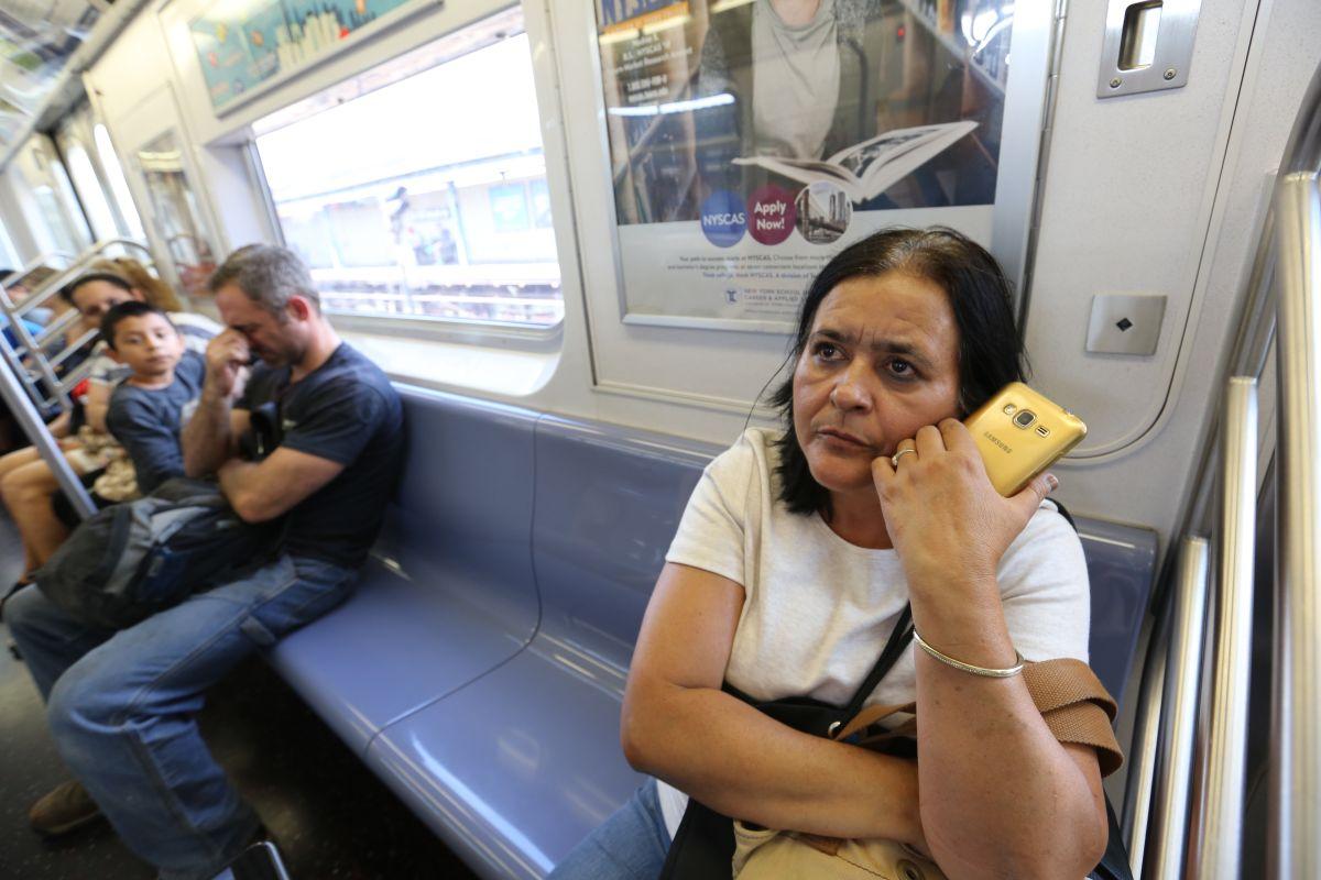 Vicky Vasquez en el metro.Usuarios hablan sobre los nuevos ataques de odio racial en el metro de Nueva York y la mas presencia policial.