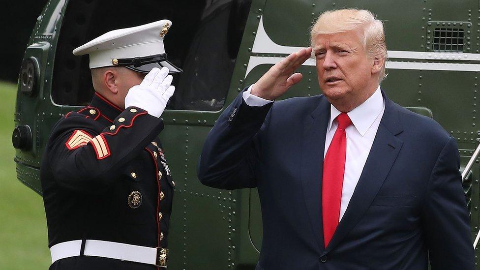 El presidente Trump colocó a militares en posiciones que habían sido ocupadas por civiles.