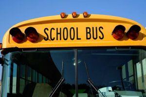 Muere niño olvidado 11 horas en el transporte escolar en Florida