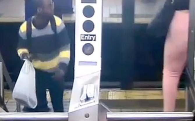 """Video: Captan a tocón con las """"manos en la masa"""" en Subway de Manhattan"""